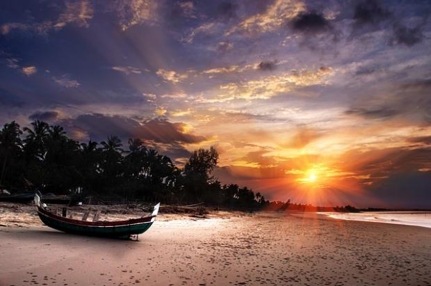 beach-237931_640